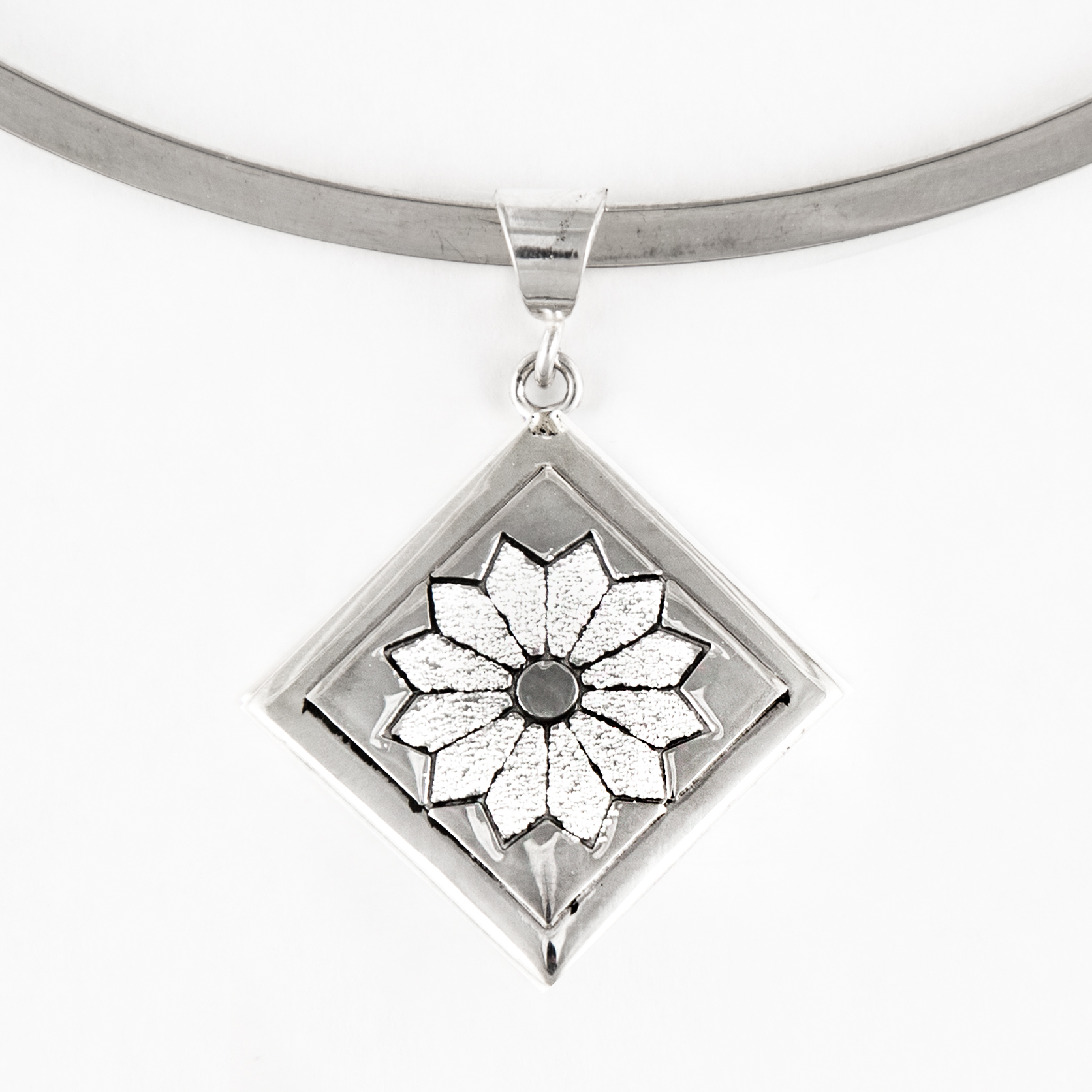 Dresden Plate Quilt Jewelry Medium Pendant