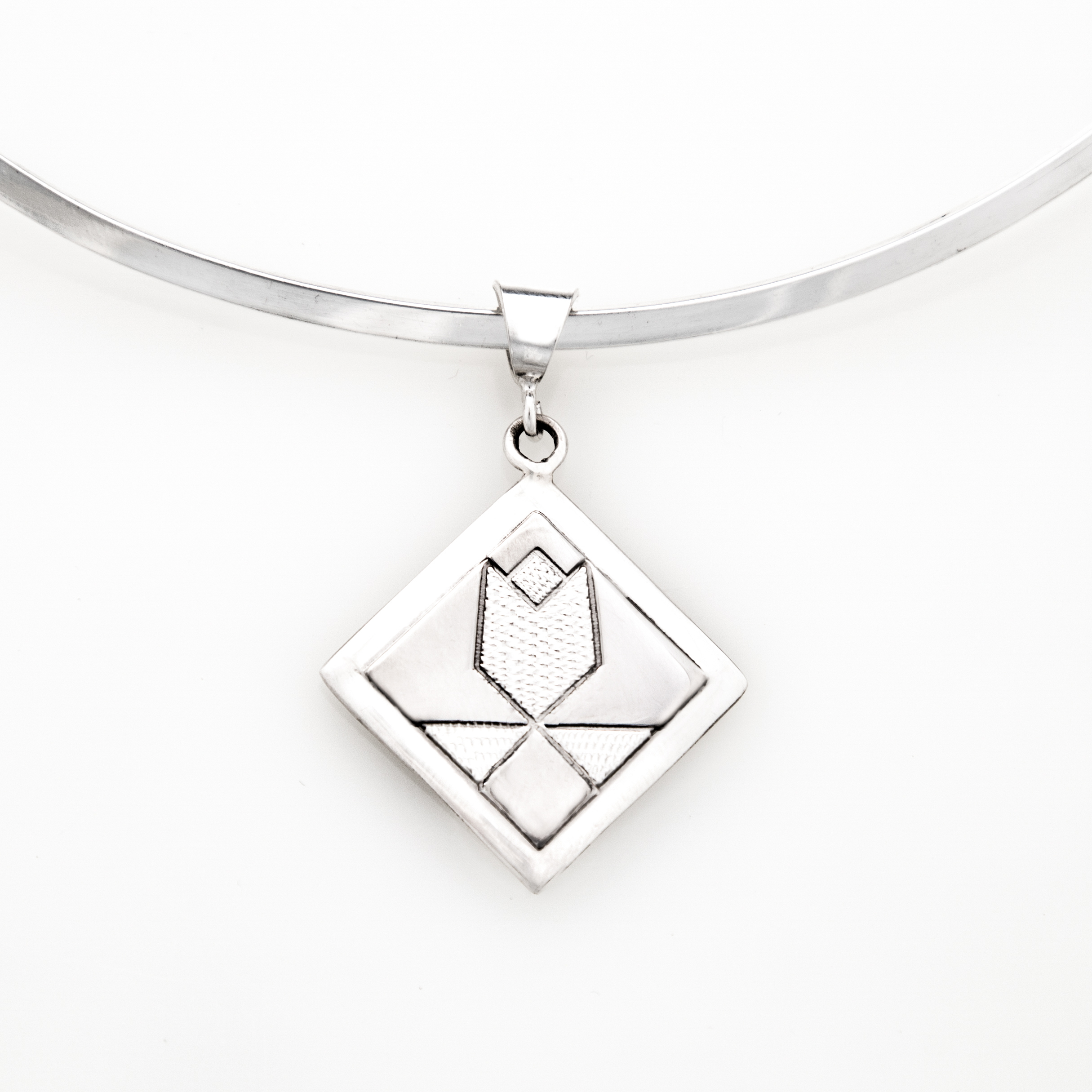 Tulip Quilt Jewelry Medium Pendant