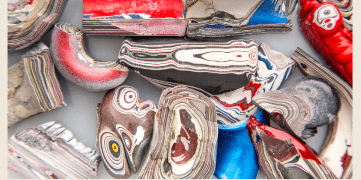 Paducah Prize Winnerʻs receive a Fordite Pendant and Espiga Necklace.